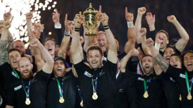 New Zealand captain Richie McCaw lifts the World Cup trophy image: sports.yahoo.com