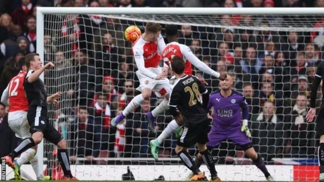 Danny Welbeck heads home a 95th minute winner for Arsenal against Leicester image: bbc.co.uk