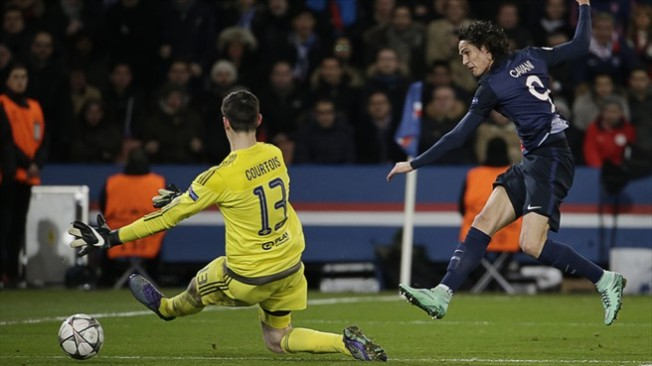Edison Cavani's goal gives PSG a 2-1 lead to take to London image: football5star.com