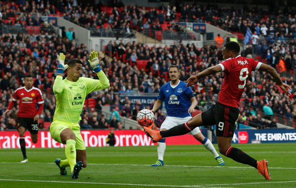 Anthony Martial's late winner sent Man United into the FA Cup final image: scoopnest.com