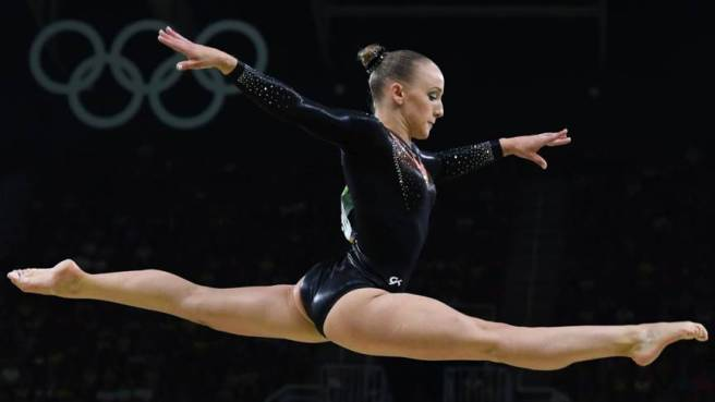 Sanne Wevers denied American Simone Biles a fourth gold medal in the women's balance beam image: nos.nl