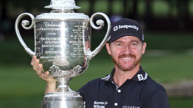 Jimmy Walker held off Jason Day's challenge to win the USA PGA Championship image: tsn.ca