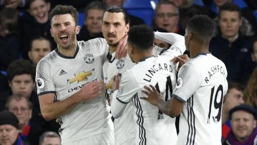 Man United celebrate Zlatn Ibrahimovic's late winner at Crystal Palace image: ghanasoccernet.com