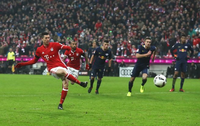 Bayern Munich extended thier Bundesliga lead with a 3-0 win over scond placed Leipzig image: theguardian.com