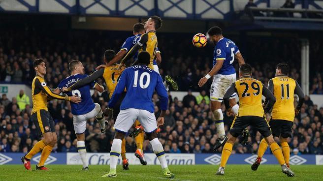 Ashley Williams header gave Everton boss Ronald Koeman a much needed win image: enisports.com