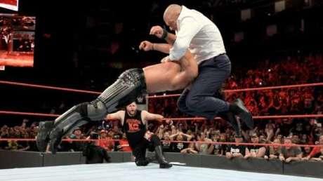 Triple H cost Seth Rollins the Universal title image: sportskeeda.com