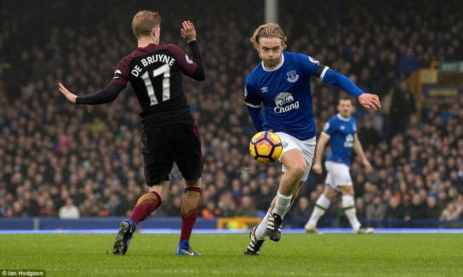 Tom Davies grabbed Everton's third in a 4-0 thrashing of Man City image: chatsports.com